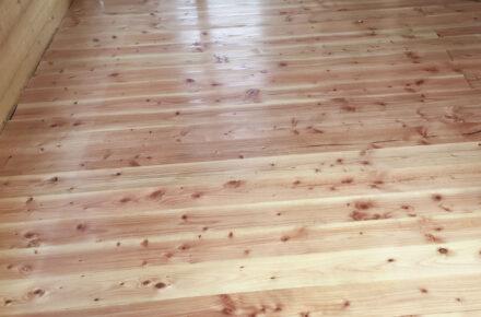 Frisch geölter Holzfußboden.