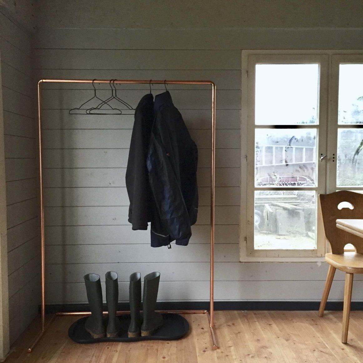 nicht nur f r g rtner diy kleiderstange aus kupfer ein. Black Bedroom Furniture Sets. Home Design Ideas