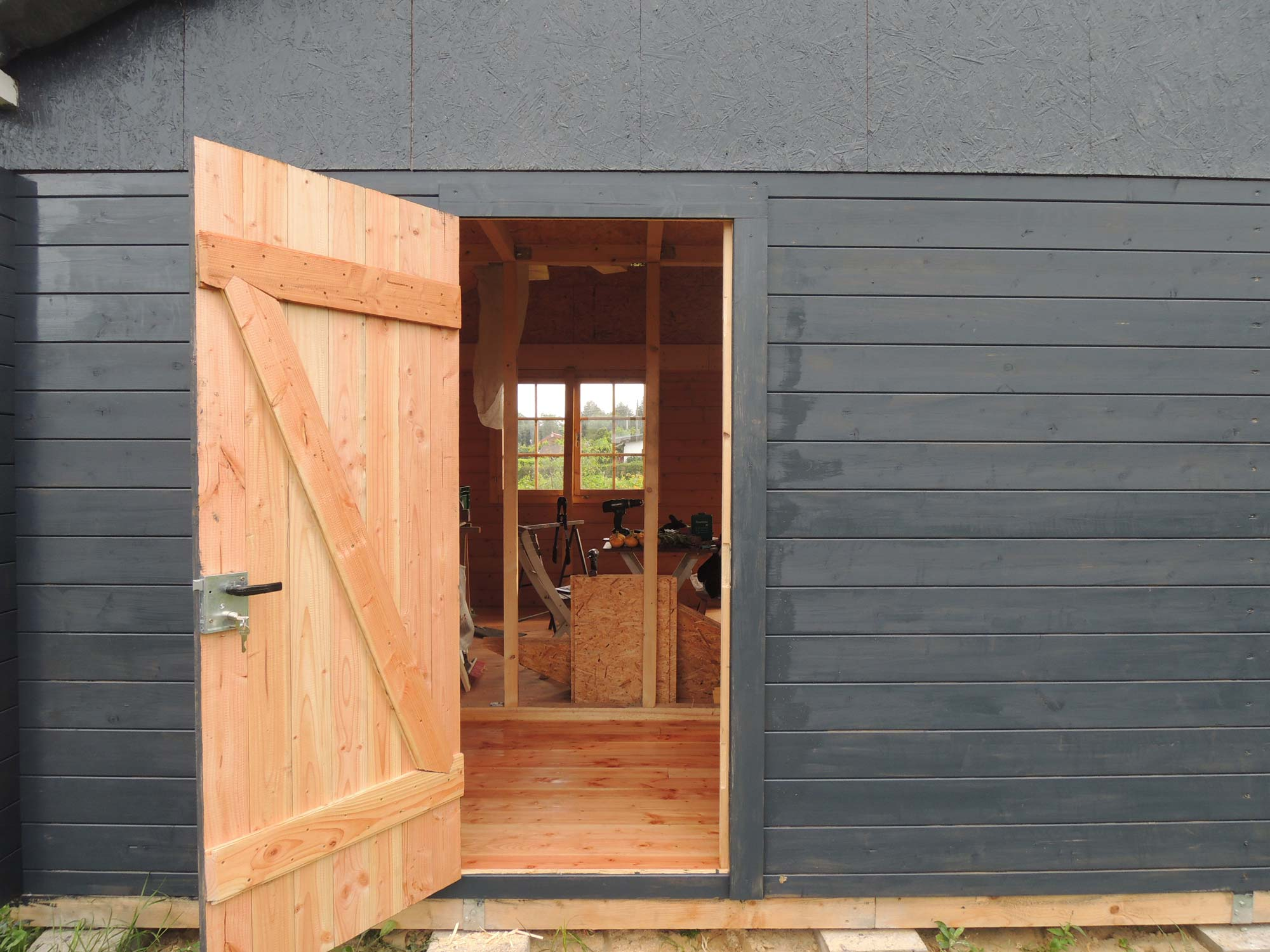 holztuer selber bauen fertige tuer geoeffnet ein st ck arbeit. Black Bedroom Furniture Sets. Home Design Ideas
