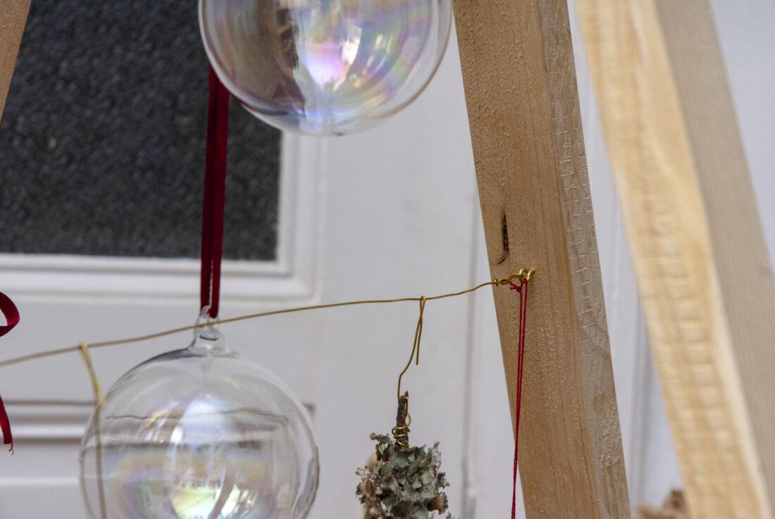 weihnachtsbaum selber bauen deko glaskugeln ein st ck arbeit. Black Bedroom Furniture Sets. Home Design Ideas