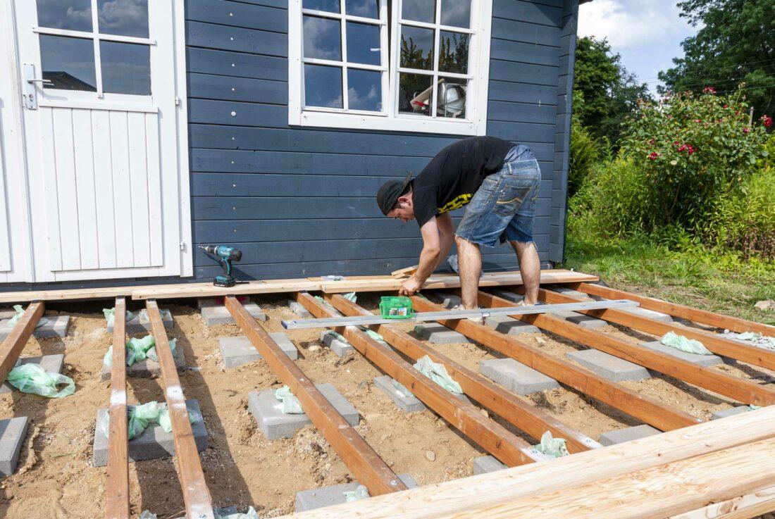 Holzterrasse bauen Schritt für Schritt Anleitung – Ein Stück Arbeit